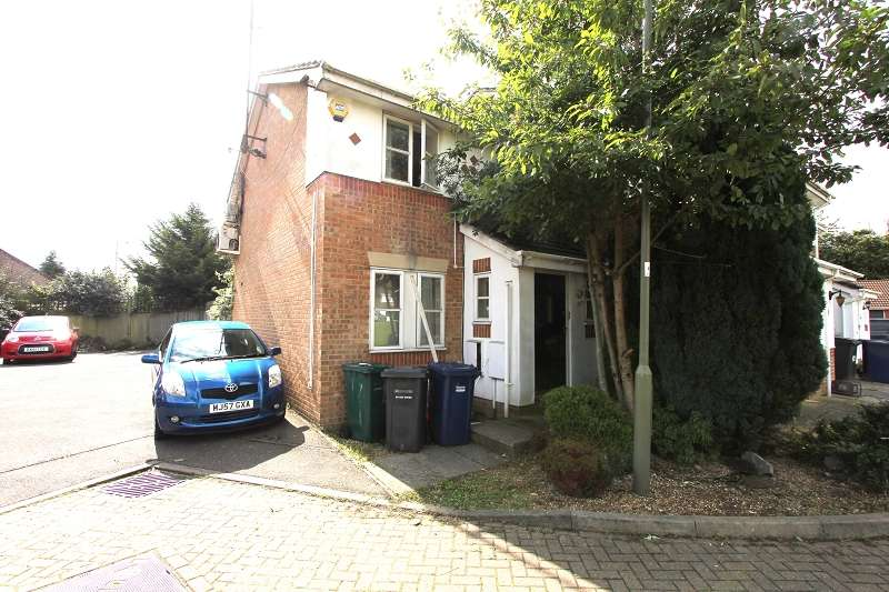 3 Bedrooms End Of Terrace House for sale in Aylesham Close, Mill Hill, Greater London. NW7 2SF