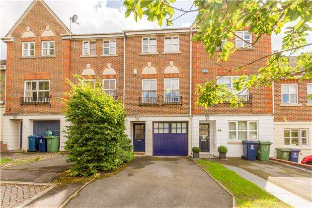 3 Bedrooms Town House for sale in Don Bosco Close, Oxford, OX4 2LD