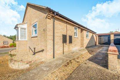 2 Bedrooms Bungalow for sale in Beccles, Suffolk, .