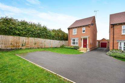 3 Bedrooms Detached House for sale in The Hayfields, Rainworth, Mansfield, Nottinghamshire
