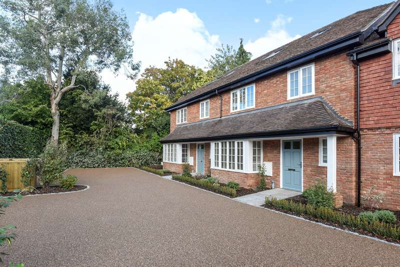 4 Bedrooms Terraced House for sale in Horsell