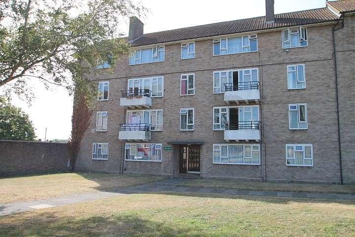 3 Bedrooms Flat for sale in Elmwood Avenue, Feltham, TW13