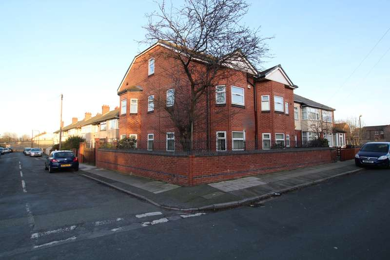 3 Bedrooms Flat for sale in Thomson Road, Litherland, Liverpool, L21