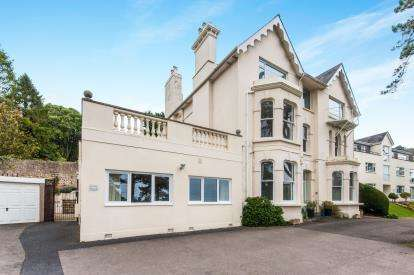 3 Bedrooms Flat for sale in New Road, Beer, Seaton