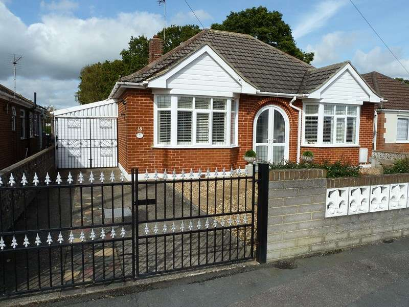 2 Bedrooms Detached Bungalow for sale in Woodfield Road, Bear Cross, Bournemouth
