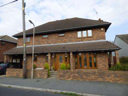 5 Bedrooms Detached House for sale in Canvey Island, Essex, Uk