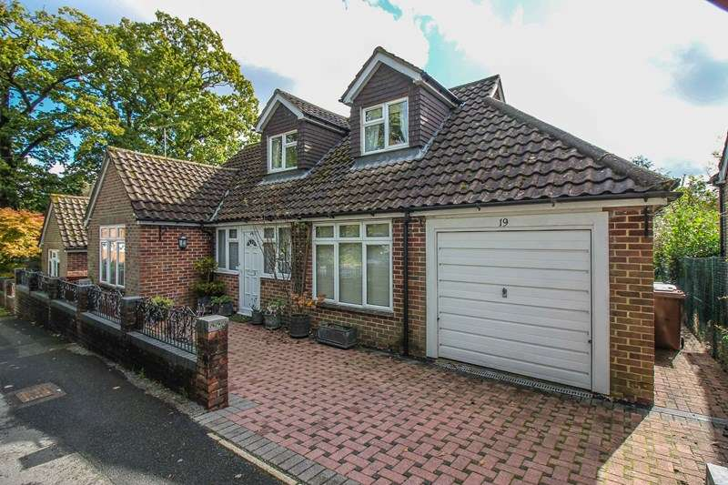3 Bedrooms Chalet House for sale in Riverside Close, Liss