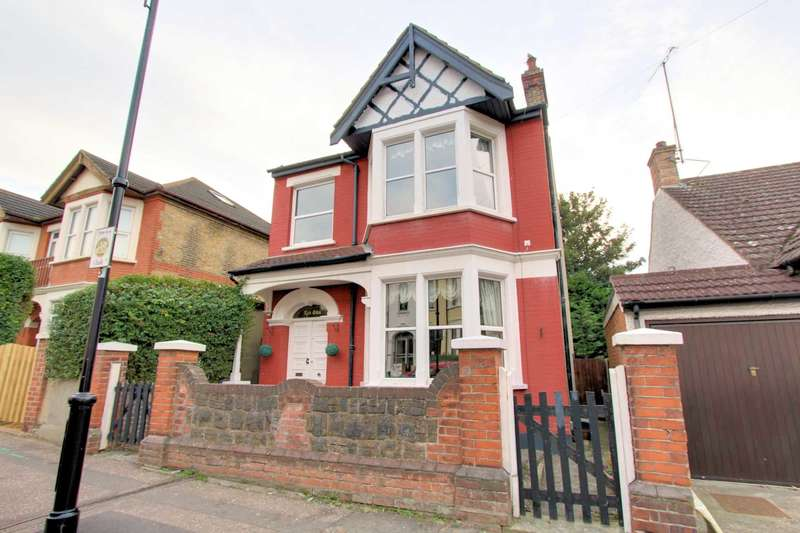 4 Bedrooms Detached House for sale in Silverdale Avenue, Westcliff On Sea