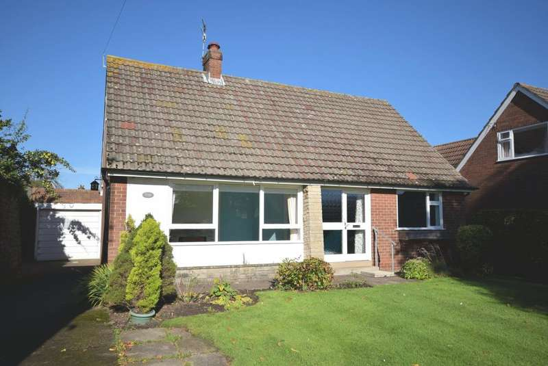 3 Bedrooms Detached Bungalow for sale in South End, Burniston, Scarborough, North Yorkshire YO13 0HP