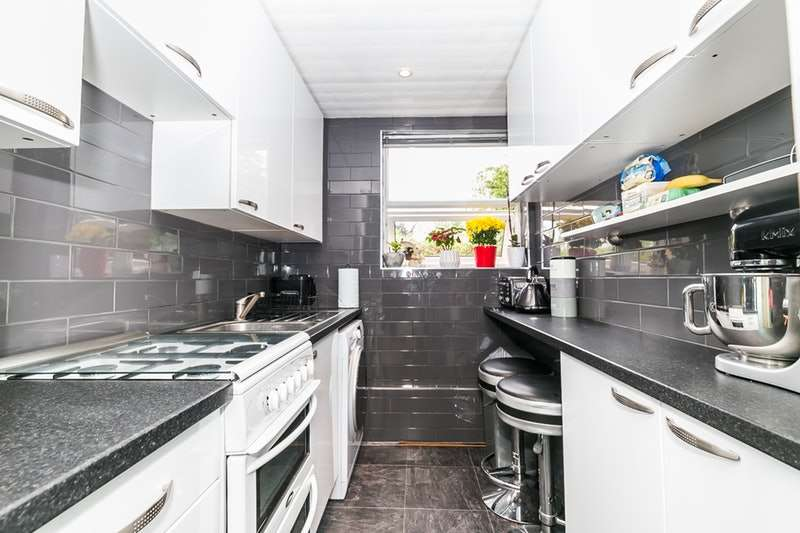 2 Bedrooms Maisonette Flat for sale in Alexandra Avenue, Harrow, Middlesex, HA2