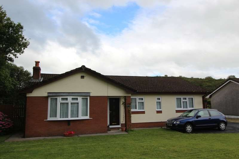 3 Bedrooms Bungalow for sale in Llandeilo Road, Carmel, Carmarthenshire, SA14