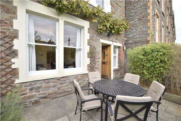 2 Bedrooms Flat for sale in Clarendon Road, Redland, Bristol, BS6 7EX