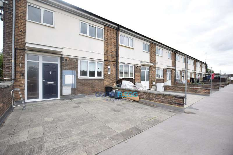 2 Bedrooms Maisonette Flat for sale in Langley - Ryvers School Catchment
