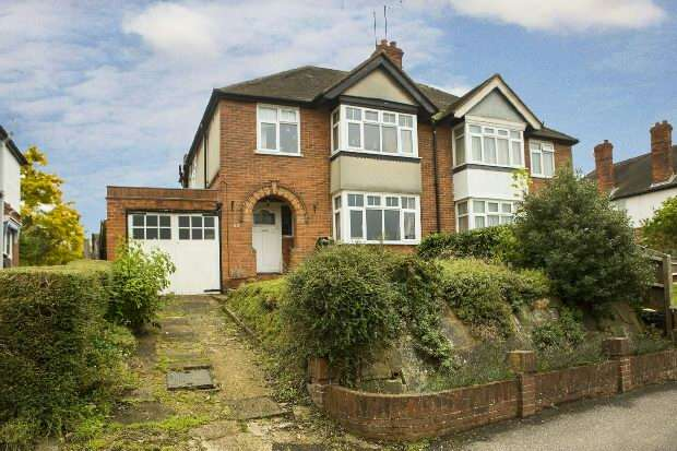 3 Bedrooms Semi Detached House for sale in Culver Lane, Earley, Reading