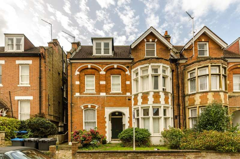 2 Bedrooms Flat for sale in Claremont Gardens, Surbiton, KT6