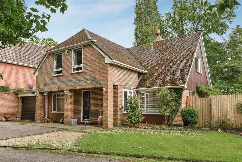 4 Bedrooms Detached House for sale in Edgcumbe Park Drive, Edgcumbe Park, Crowthorne
