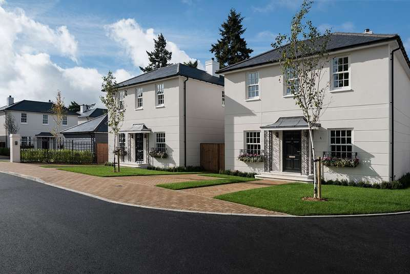 4 Bedrooms Detached House for sale in Montagu Mews, 145a Slough Road, Datchet, SL3