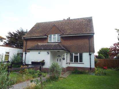 4 Bedrooms Semi Detached House for sale in Frinton On Sea, Essex
