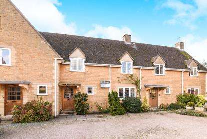 3 Bedrooms Terraced House for sale in Yewtree Court, High Street, Broadway, Worcestershire