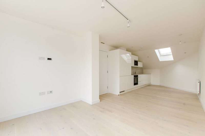 2 Bedrooms Flat for sale in Coldharbour Lane, Brixton, SW9