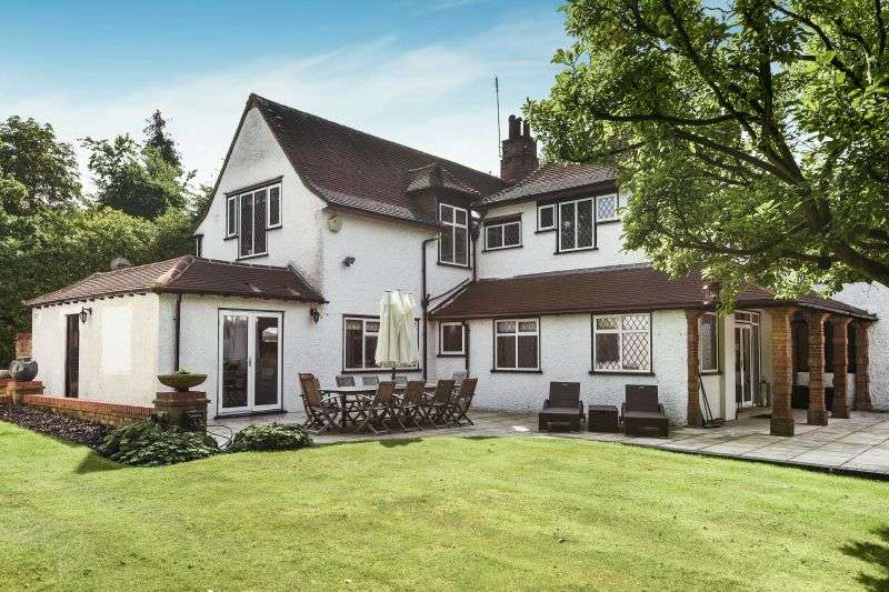 4 Bedrooms Semi Detached House for sale in The Woods, Northwood