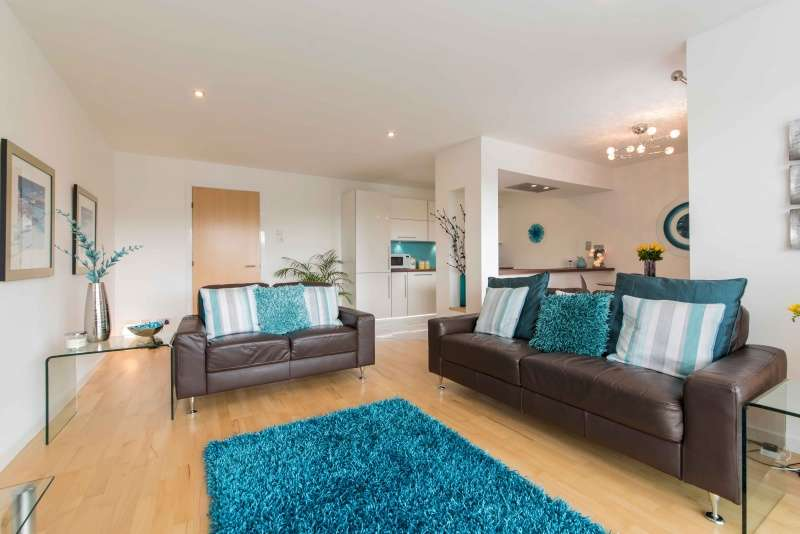 2 Bedrooms Flat for sale in Burnside Drive, Dyce, Aberdeen, AB21 0HW