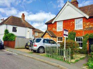 2 Bedrooms Terraced House for sale in The Street, Kennington, Ashford, Kent