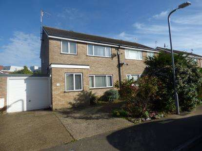 3 Bedrooms Semi Detached House for sale in Stour Close, Newport Pagnell, Milton Keynes, Bucks