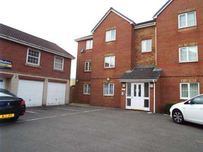 2 Bedrooms Flat for sale in Beaufort Square, Cardiff