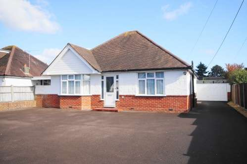 4 Bedrooms Bungalow for sale in Priory Road, West Moors, Dorset