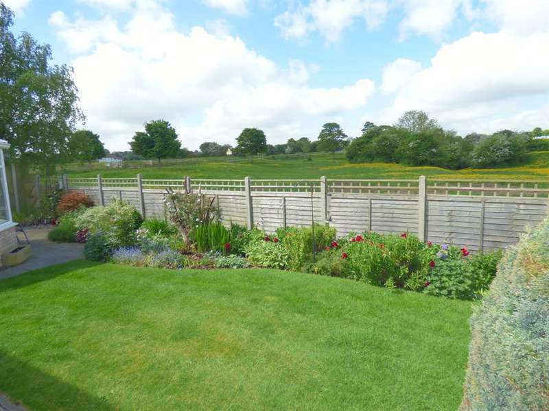 3 Bedrooms Detached House for sale in Thurstan Close, Beverley, HU17 8LU