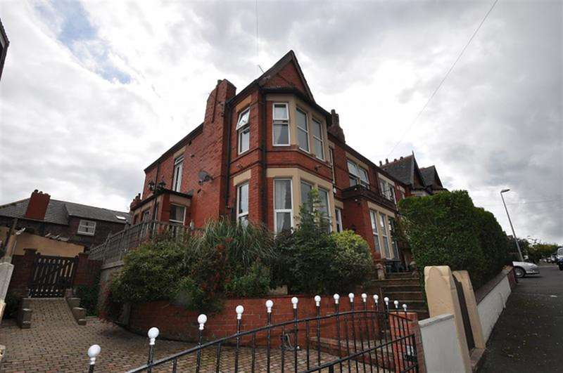 6 Bedrooms Semi Detached House for sale in Radnor Drive, New Brighton