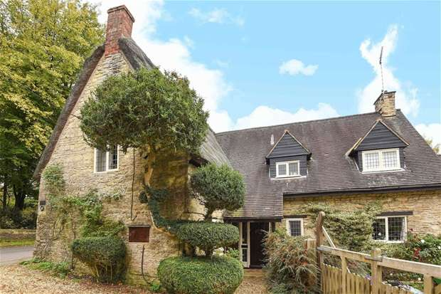 4 Bedrooms Detached House for sale in High Street, Sharnbrook