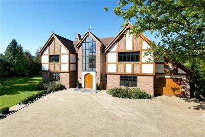6 Bedrooms Detached House for sale in Church Road, Chelsfield Park, Orpington