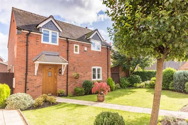 3 Bedrooms Detached House for sale in Bromley Court, Kings Bromley, Staffordshire