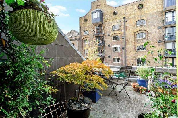 1 Bedroom Flat for sale in Lloyds Wharf, Mill Street, London