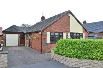 2 Bedrooms Bungalow for sale in Beechmore, Moore, Warrington, Cheshire