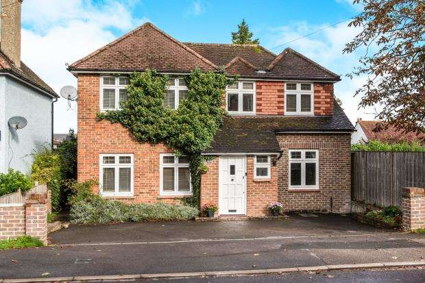 4 Bedrooms Detached House for sale in Farnham, Surrey, United Kingdom