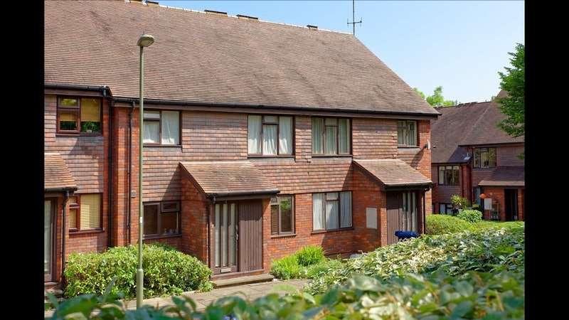 2 Bedrooms Flat for sale in Copwood Close, London, London, N12