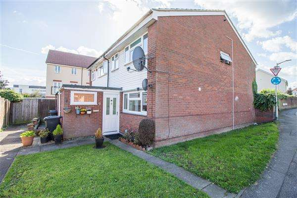 4 Bedrooms Semi Detached House for sale in Rowan Drive, Turnford