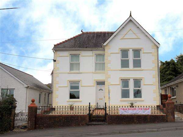 4 Bedrooms Detached House for sale in Ammanford Road, TYCROES, Ammanford