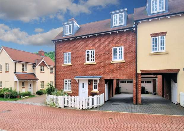 4 Bedrooms Semi Detached House for sale in Parrin Drive, Wendover, Buckinghamshire