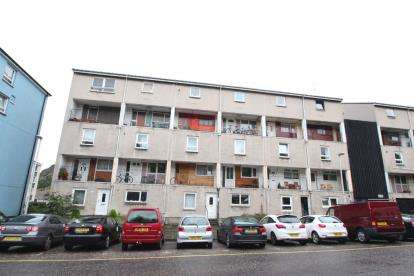 2 Bedrooms Maisonette Flat for sale in Viewcraig Gardens, Edinburgh