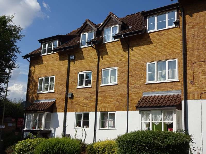 2 Bedrooms Flat for sale in Boleyn Way, New Barnet