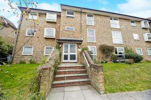 2 Bedrooms Flat for sale in Wettern Close, Sanderstead, South Croydon, .