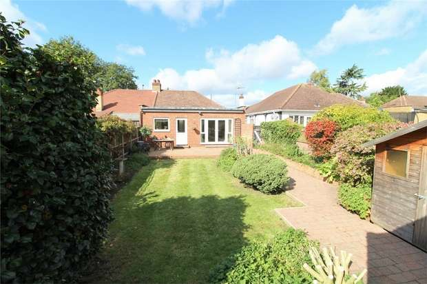 2 Bedrooms Semi Detached Bungalow for sale in Cadbury Road, Sunbury On Thames, Middlesex