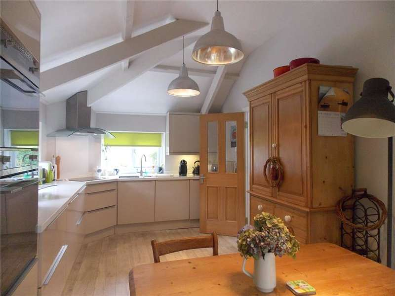 3 Bedrooms Flat for sale in Coolmore, 1 Albany Road, Falmouth