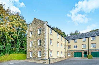 2 Bedrooms Flat for sale in Chy Hwel, Truro, Cornwall