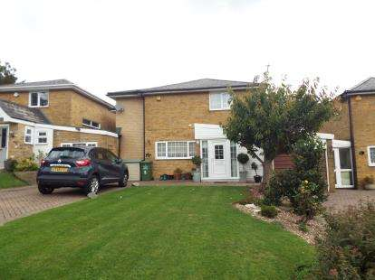 5 Bedrooms Detached House for sale in Lee Chapel South, Basildon