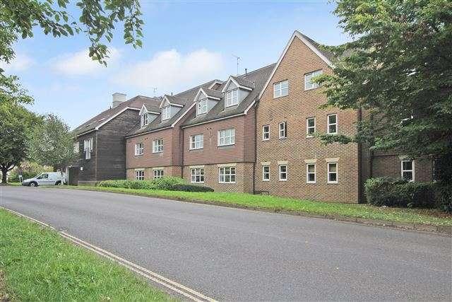 1 Bedroom Apartment Flat for sale in Kitsbridge House, Copthorne, Crawley